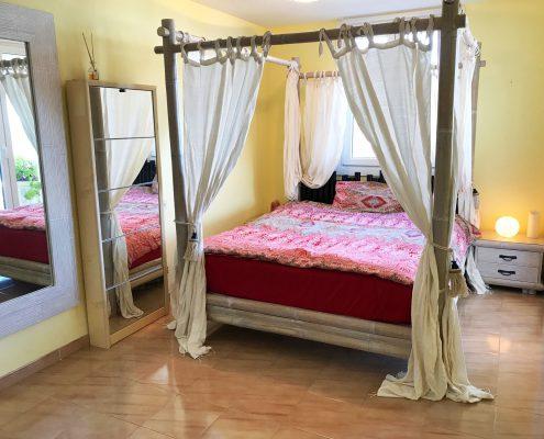 Gelbes Schlafzimmer mit 16m2 Balkon u. Meerblick