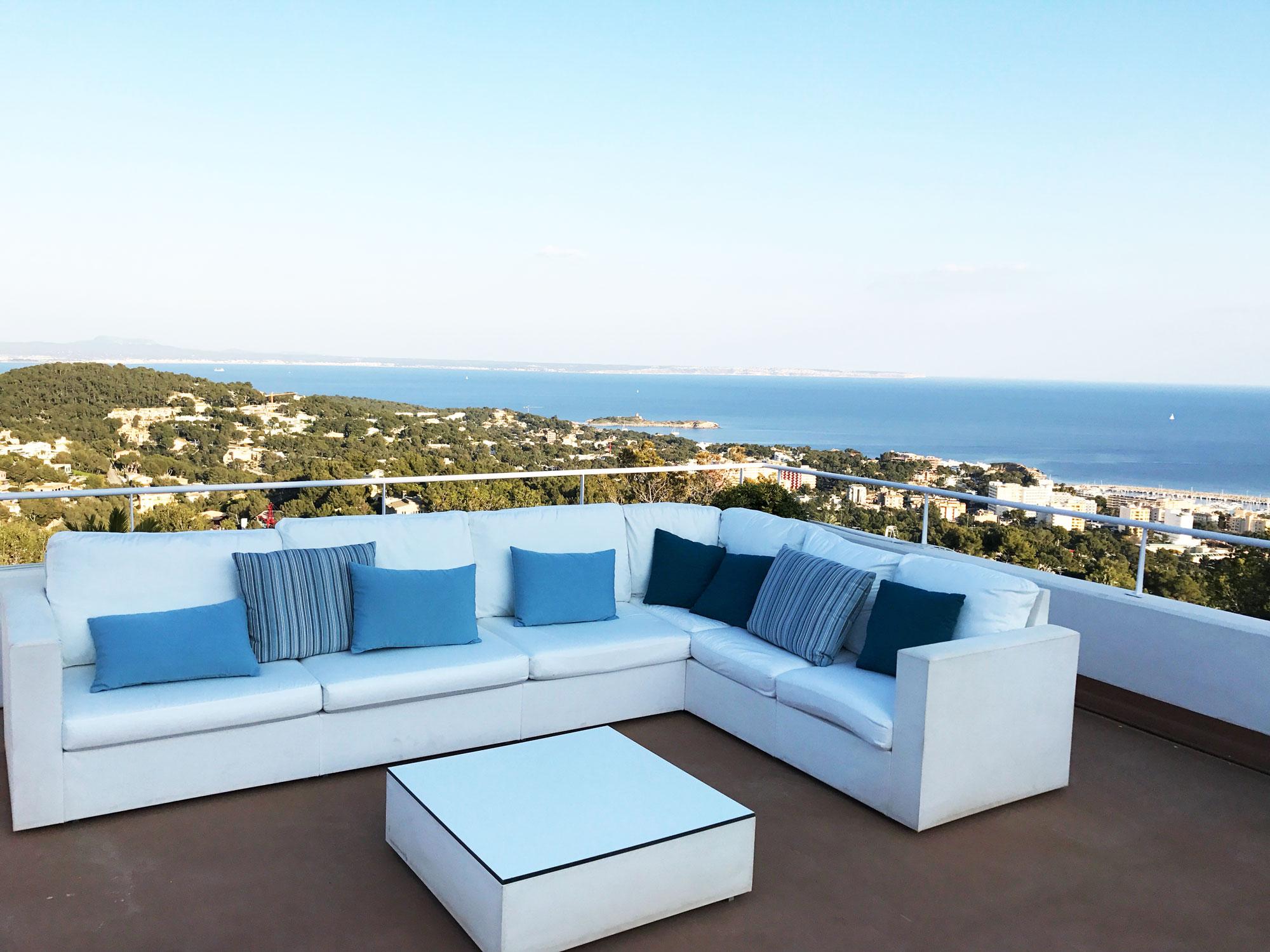Großzügige Lounge auf PanoramaTerrasse