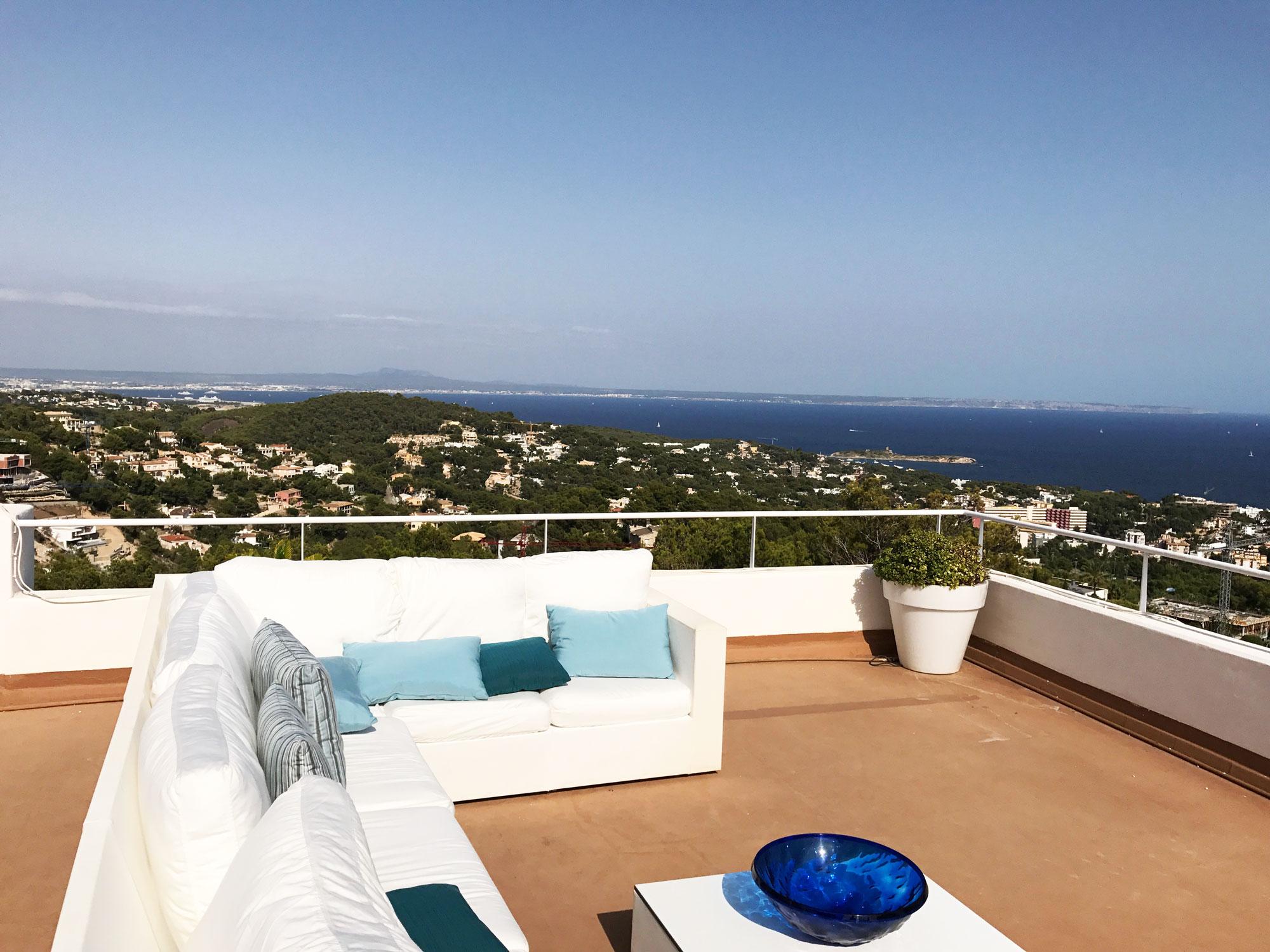 Großzügige Lounge auf Terrasse